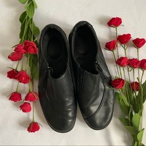 GORE Basic Black Leather Upper Shoes - Size 6.5